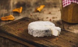 Omaka iz zorjenega kozjega sira Orešnik